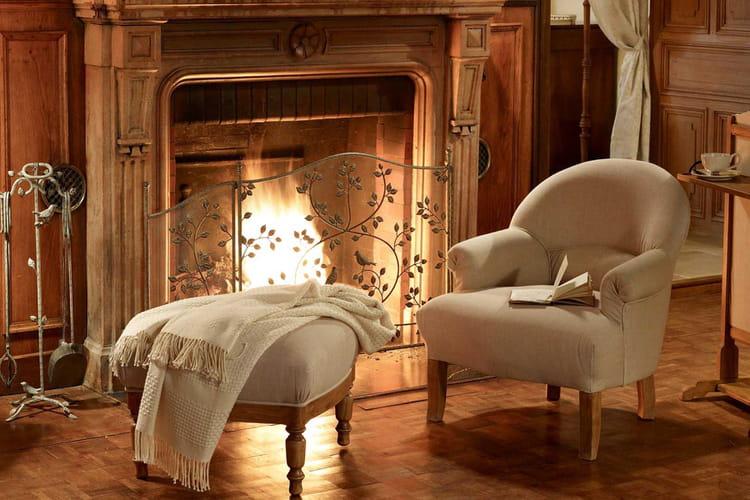 Lire au coin du feu nos id es d co pour un coin lecture confortable linternaute - Repose livre pour lire au lit ...