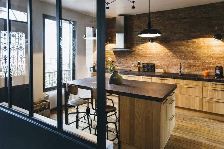 une cuisine rustique et moderne des cuisines avec verri re qui en jettent linternaute. Black Bedroom Furniture Sets. Home Design Ideas
