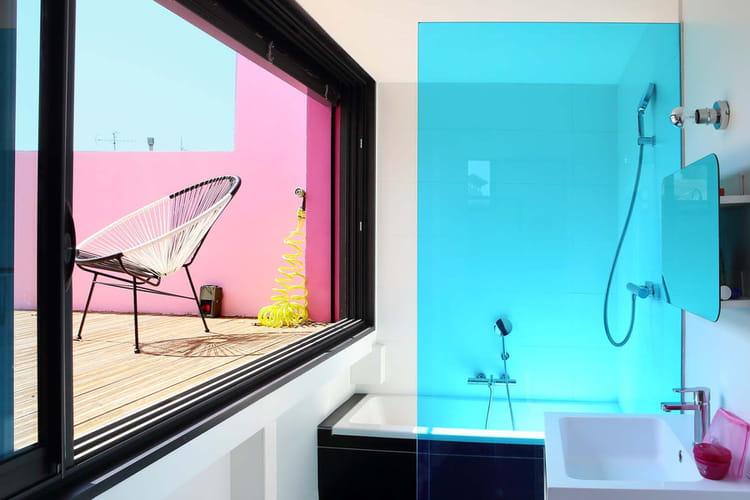 une douche quasi en plein air une pluie de douches design linternaute. Black Bedroom Furniture Sets. Home Design Ideas