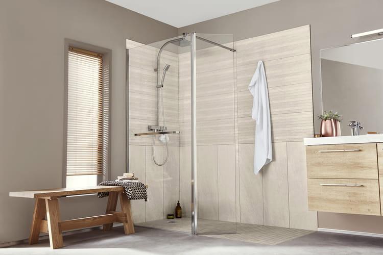 Une douche d 39 angle une pluie de douches design linternaute - Monter une cabine de douche d angle ...