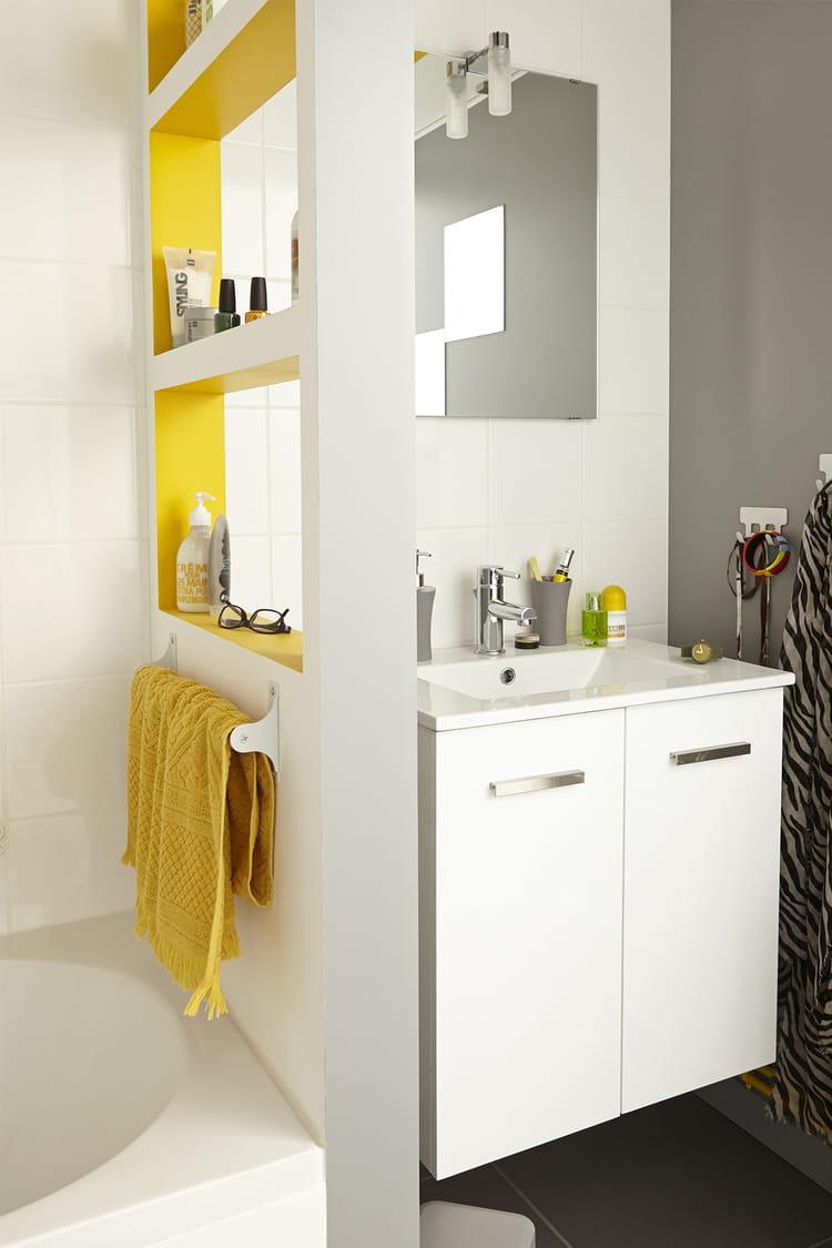 cr er une cloison ouverte des produits malins pour am nager une petite salle de bains. Black Bedroom Furniture Sets. Home Design Ideas