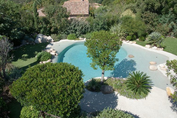 une piscine naturelle 25 piscines qui donnent envie de plonger linternaute. Black Bedroom Furniture Sets. Home Design Ideas