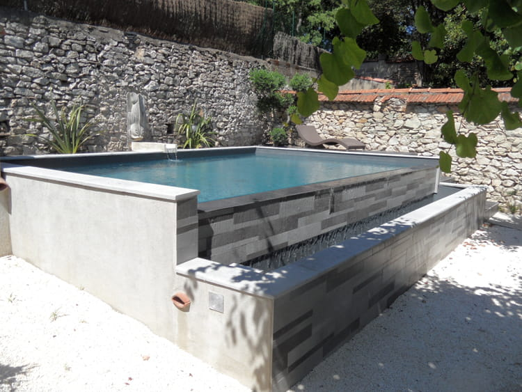 Une petite piscine d bordement for Kit piscine a debordement