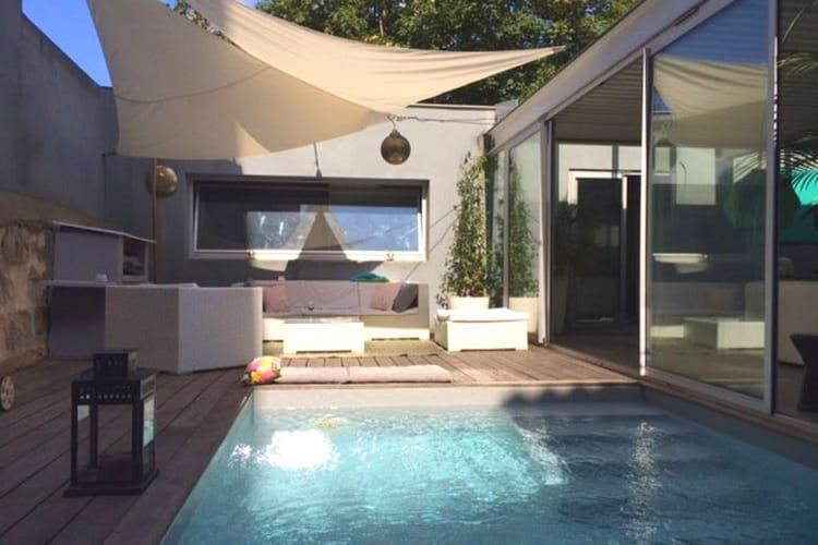 loft et piscine chauff e cach bordeaux 15 locations airbnb insolites en france linternaute. Black Bedroom Furniture Sets. Home Design Ideas