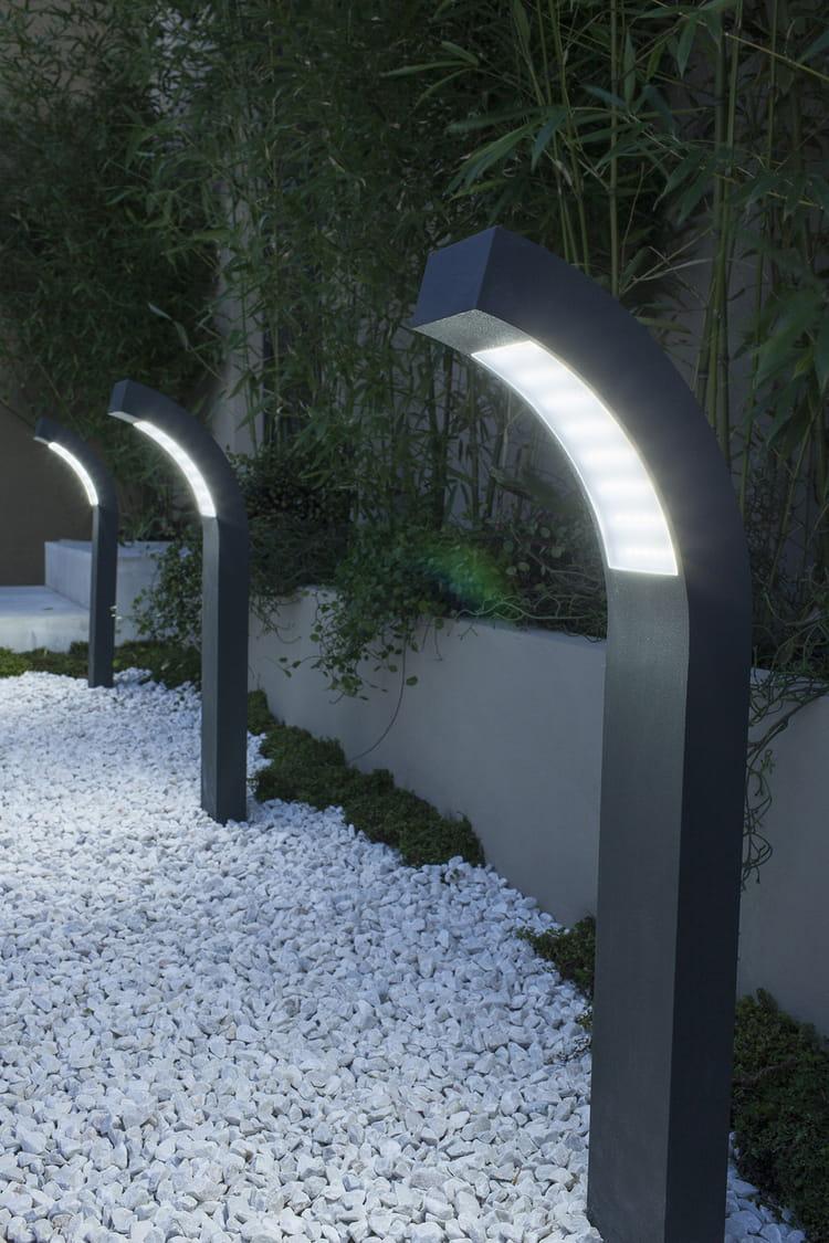 des lampes pour un chemin clairage de jardin 20 inspirations linternaute. Black Bedroom Furniture Sets. Home Design Ideas