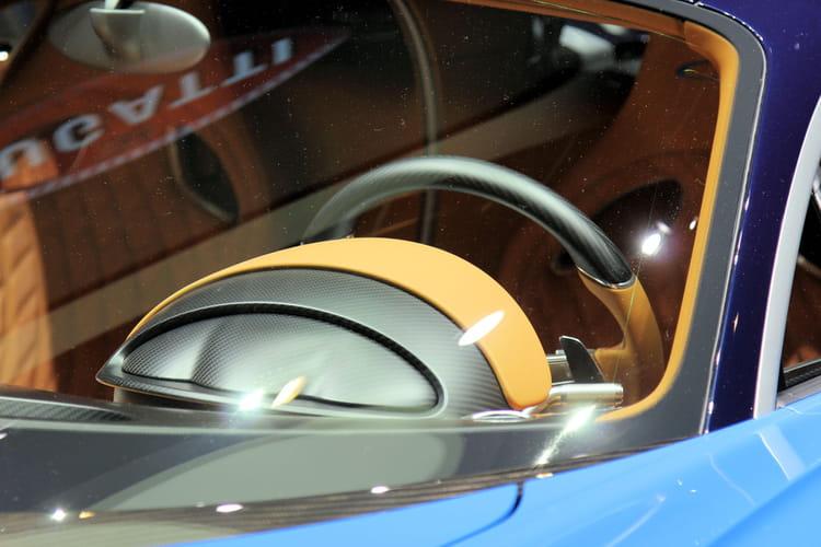 palettes au volant bugatti chiron 20 photos du bolide 2 4 millions d 39 euros linternaute. Black Bedroom Furniture Sets. Home Design Ideas