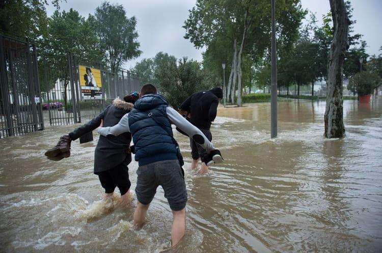 montargis les photos chocs des inondations en france linternaute. Black Bedroom Furniture Sets. Home Design Ideas