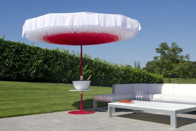 Un parasol original pour le jardin des parasols pour for Portent un parasol dans les jardins