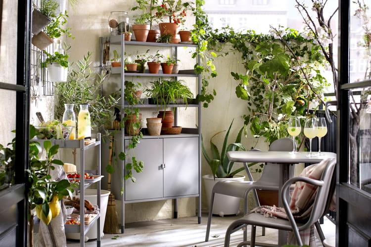 jardiner sur le balcon ikea nos premiers coups de coeur dans le catalogue 2017 linternaute. Black Bedroom Furniture Sets. Home Design Ideas