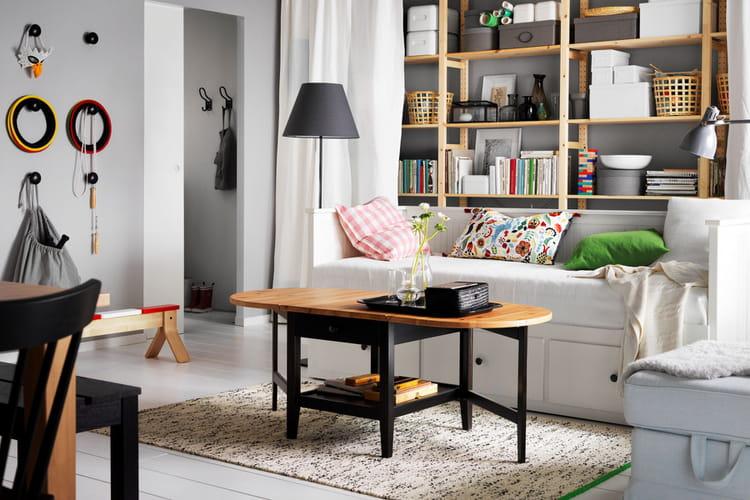 un salon sobre et chaleureux ikea nos premiers coups de coeur dans le catalogue 2017. Black Bedroom Furniture Sets. Home Design Ideas