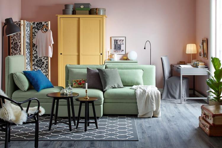 un salon cosy ikea nos premiers coups de coeur dans le catalogue 2017 linternaute. Black Bedroom Furniture Sets. Home Design Ideas