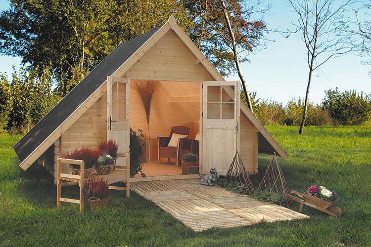 dax la pyramide dans le jardin des abris et cabanes de jardin modernes et d co linternaute. Black Bedroom Furniture Sets. Home Design Ideas