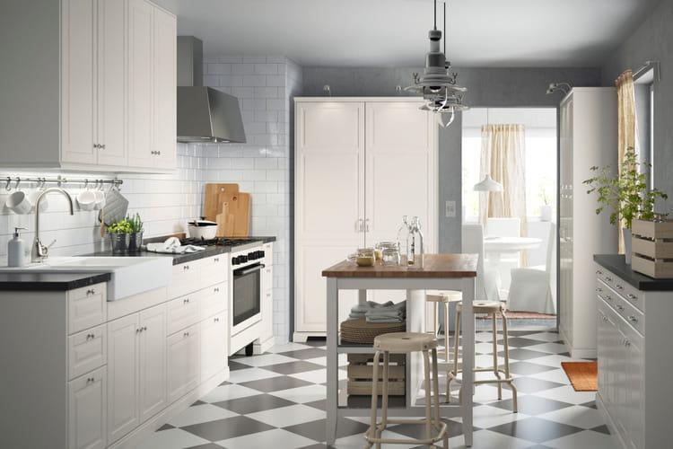 Deco Chambre Garcon Gris Jaune : Une cuisine blanche  Cuisine Ikea 2017  des cuisines qui donnent