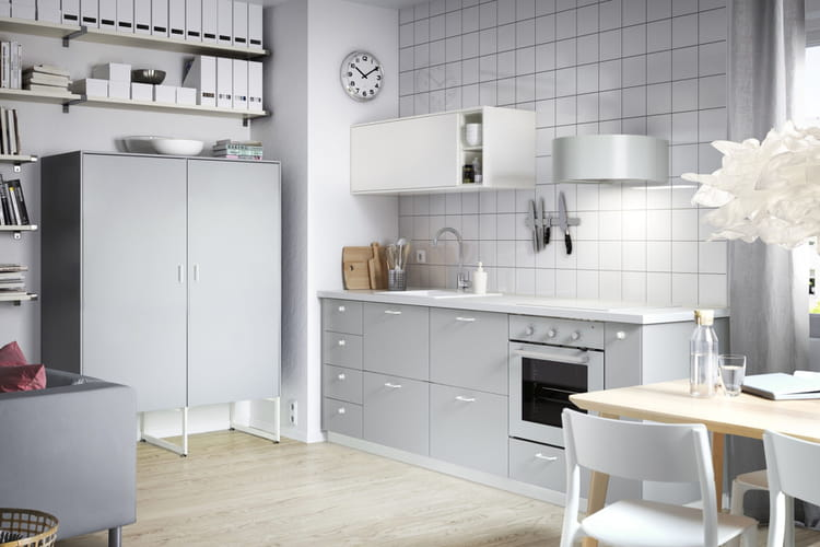 une cuisine grise cuisine ikea 2017 des cuisines qui donnent envie de mitonner linternaute. Black Bedroom Furniture Sets. Home Design Ideas