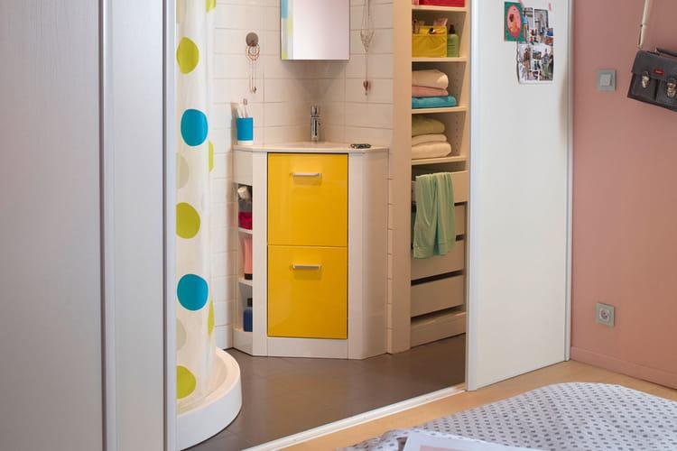 Un meuble de salle de bains qui fait l 39 angle - Meuble d angle salle de bain castorama ...