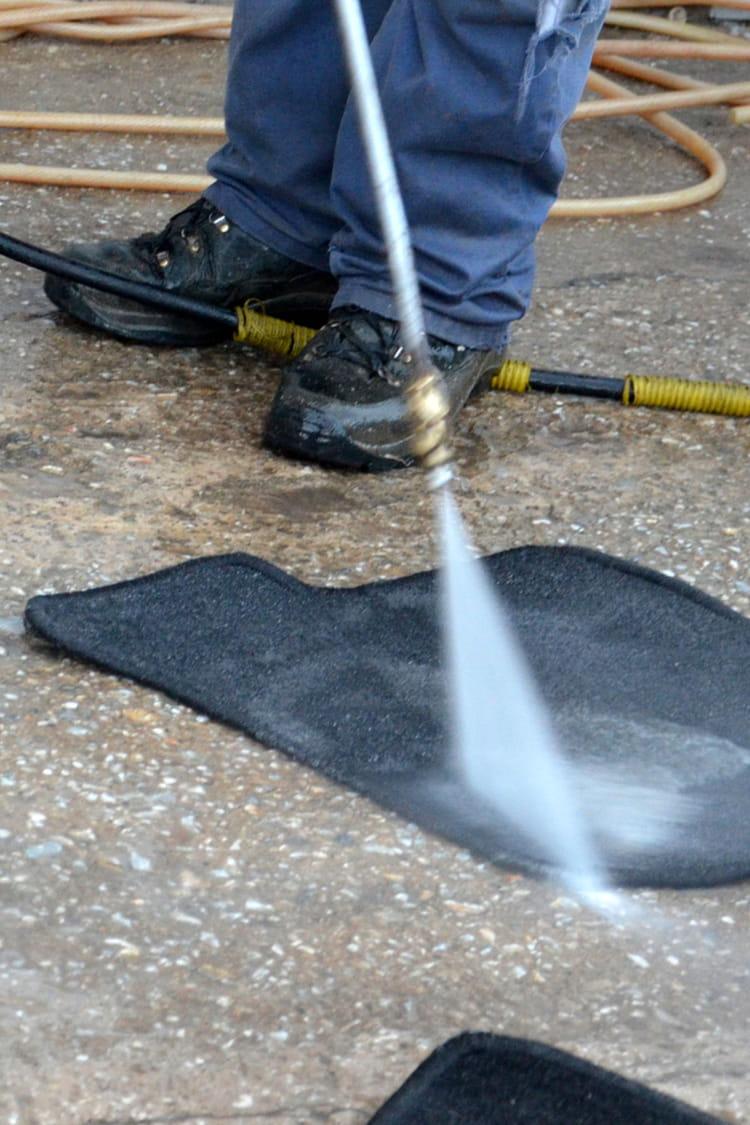 comment nettoyer les tapis de sol des astuces pour nettoyer et prendre soin de sa voiture. Black Bedroom Furniture Sets. Home Design Ideas
