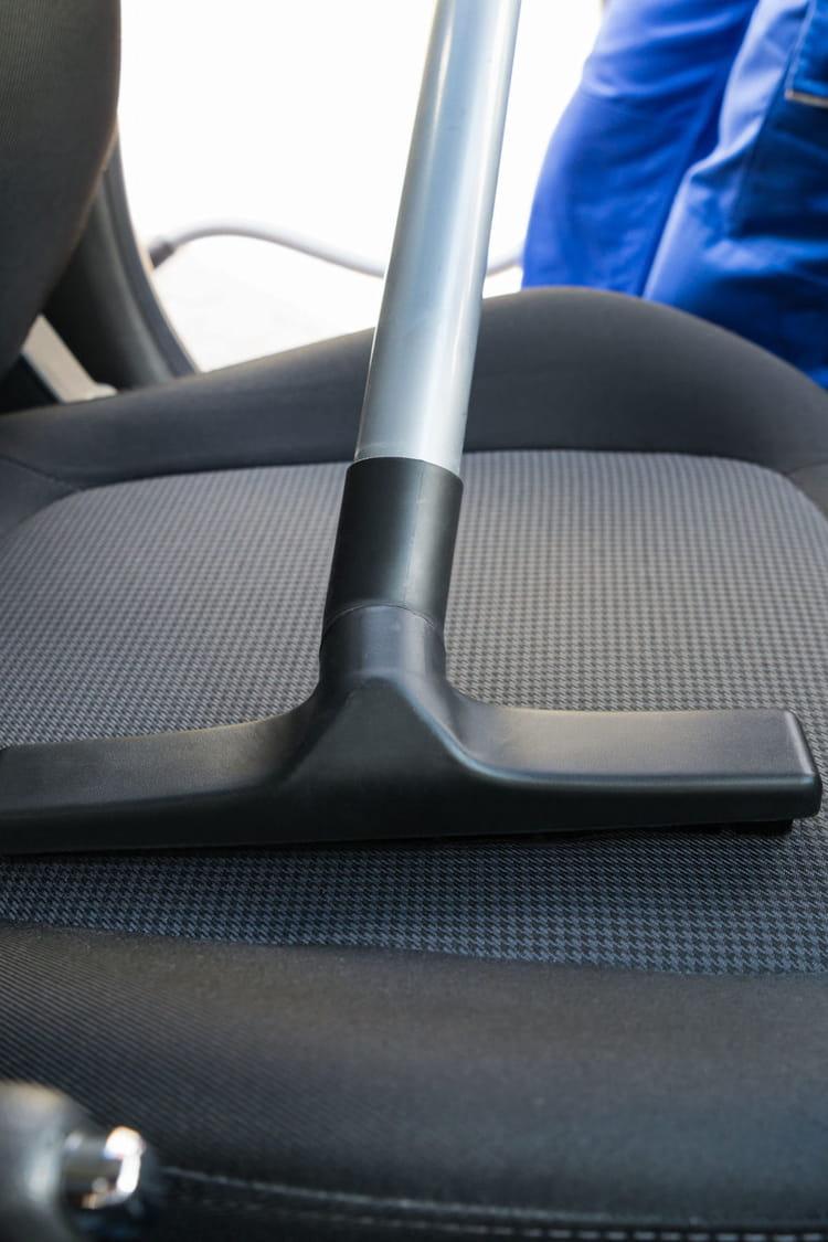 comment nettoyer une tache sur un si ge de voiture des. Black Bedroom Furniture Sets. Home Design Ideas