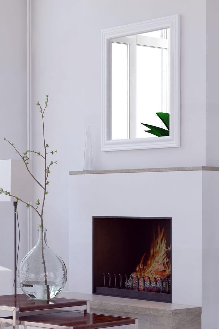 redonner de l 39 clat un miroir nos conseils pour nettoyer son salon salle manger du sol au. Black Bedroom Furniture Sets. Home Design Ideas