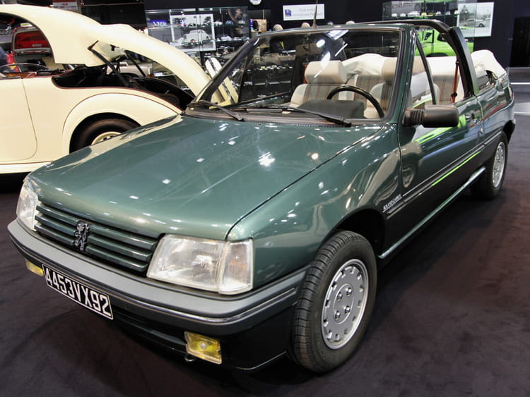 peugeot 205 cabriolet roland garros retromobile 2013 les anciennes imposent le respect. Black Bedroom Furniture Sets. Home Design Ideas