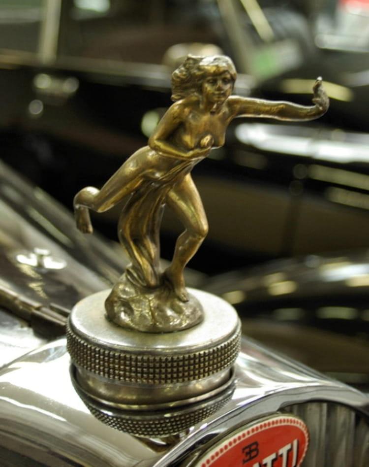 mascotte femme bugatti bouchon de radiateur les  belles mascottes automobiles linternaute