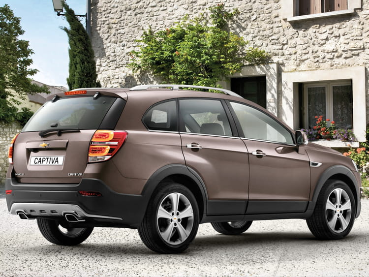 chevrolet captiva avis en direct du mondial de paris 2010 chevrolet captiva restyl pour s 39. Black Bedroom Furniture Sets. Home Design Ideas