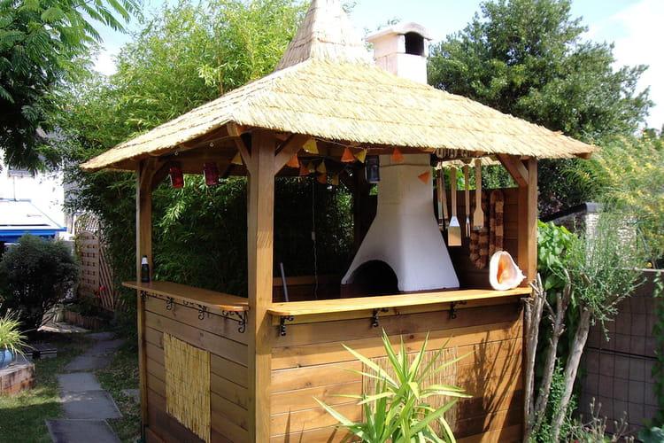 Une cabane pour un barbecue les plus belles cabanes des for Fabrication barbecue exterieur