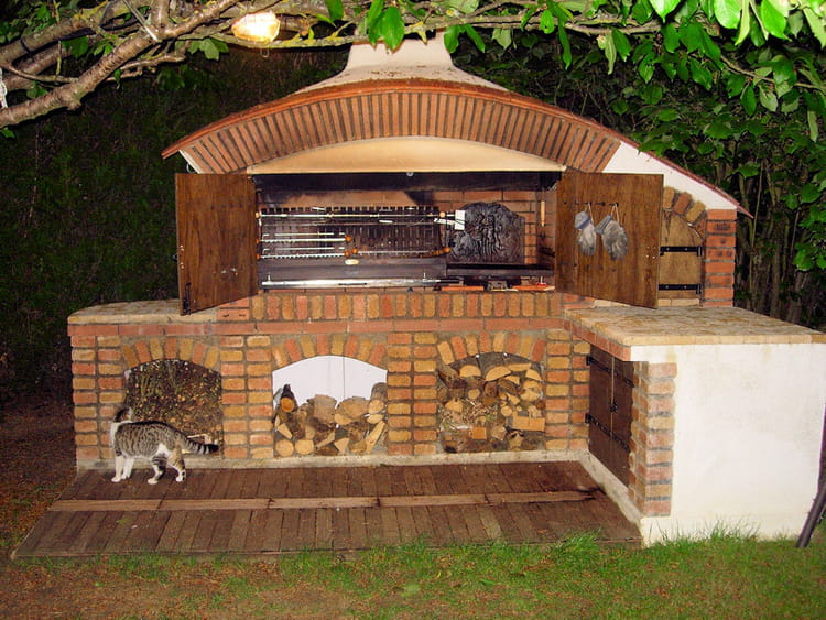 Un barbecue convivial for Modele de barbecue exterieur en brique