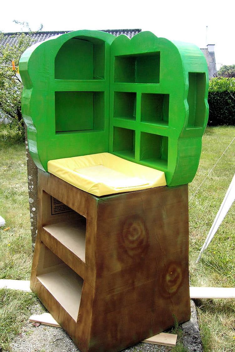 une table langer en forme d 39 arbre 15 meubles en carton fabriqu s par les lecteurs linternaute. Black Bedroom Furniture Sets. Home Design Ideas
