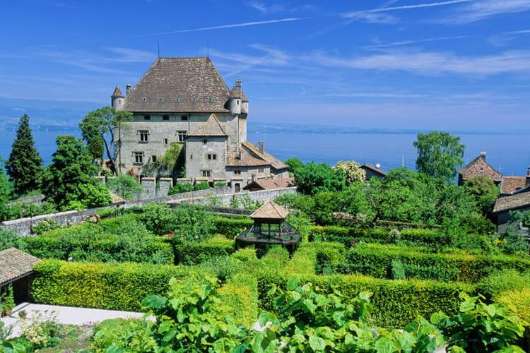 Le chateau et le jardin des cinq sens d 39 yvoire le for Jardin yvoire