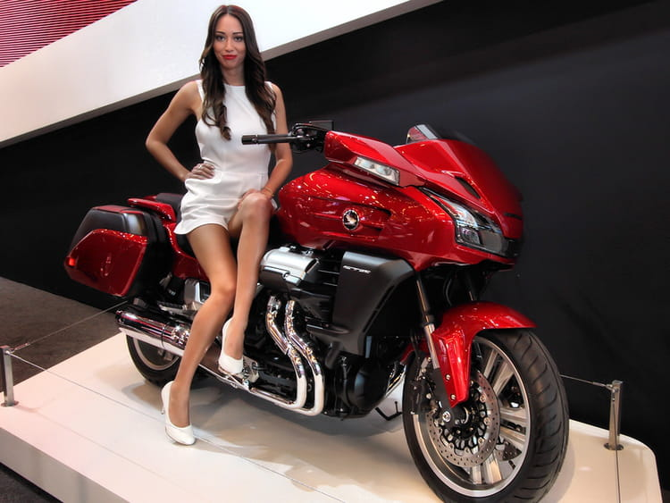 salon de la moto de paris 2013 les h tesses linternaute