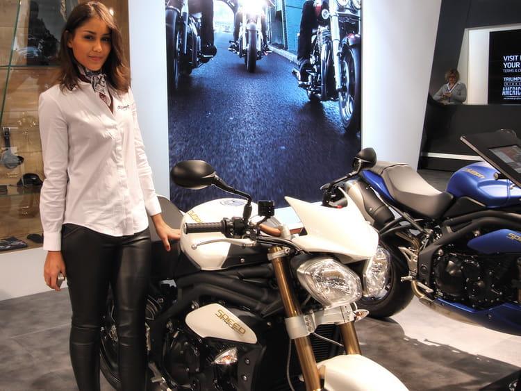 raffin e salon de la moto de paris 2013 les h tesses linternaute. Black Bedroom Furniture Sets. Home Design Ideas