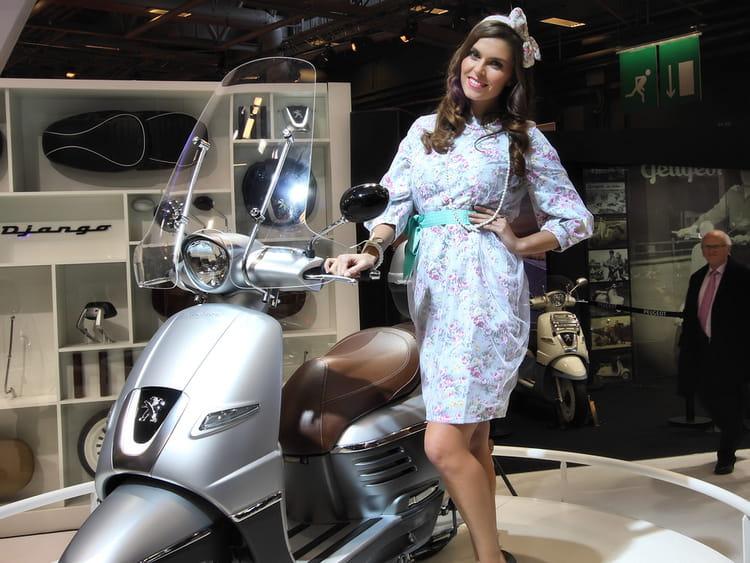 vintage salon de la moto de paris 2013 les h tesses linternaute. Black Bedroom Furniture Sets. Home Design Ideas