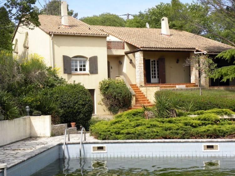 maison avec piscine dans le gard les tr sors et biens insolites vendus par l 39 etat linternaute. Black Bedroom Furniture Sets. Home Design Ideas