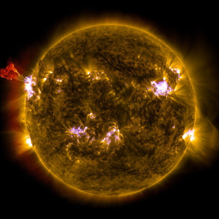 Eruption solaire de classe M