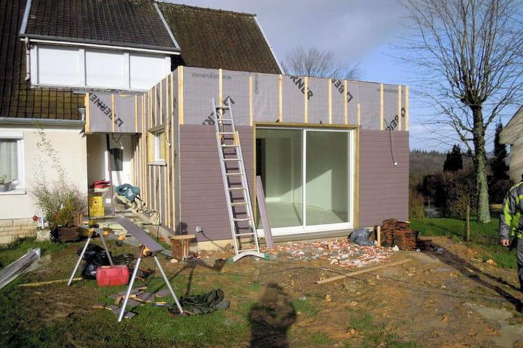 la pose du bardage d couvrez la construction d 39 une extension en bois linternaute. Black Bedroom Furniture Sets. Home Design Ideas