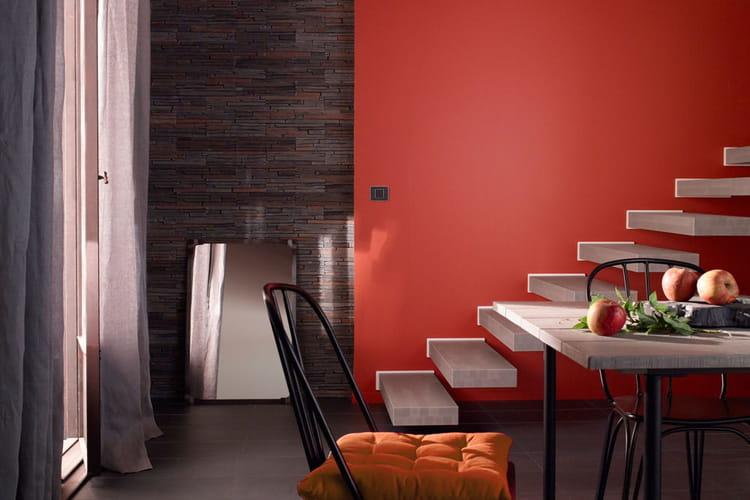 une peinture piment e 20 peintures pour mettre de la couleur dans la maison linternaute. Black Bedroom Furniture Sets. Home Design Ideas