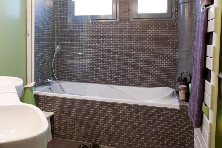 Apr s un nouveau carrelage mural for Salle de bain carrelee jusqu au plafond