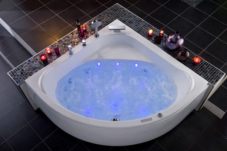 une baignoire spacieuse faites entrer la baln o dans votre salle de bains linternaute. Black Bedroom Furniture Sets. Home Design Ideas