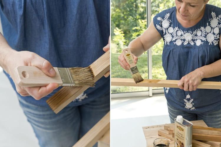application d 39 une teinte sur les tasseaux une biblioth que fabriqu e avec des tasseaux. Black Bedroom Furniture Sets. Home Design Ideas