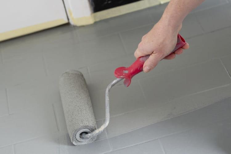 application d 39 une seconde couche de peinture au sol. Black Bedroom Furniture Sets. Home Design Ideas