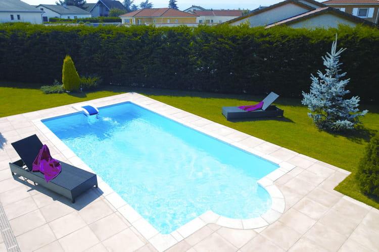 25 piscines et spas installer chez soi for Prix liner piscine desjoyaux