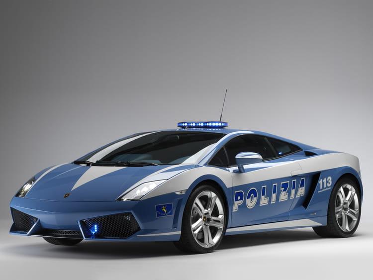 deux lamborghini pour la police italienne les voitures de police dans le monde linternaute. Black Bedroom Furniture Sets. Home Design Ideas