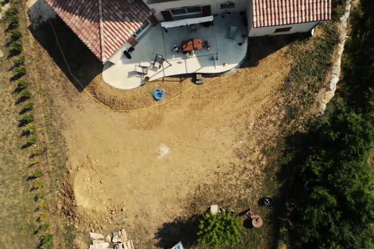 L 39 emplacement de la future piscine d couvrez comment for Piscine a monter en kit