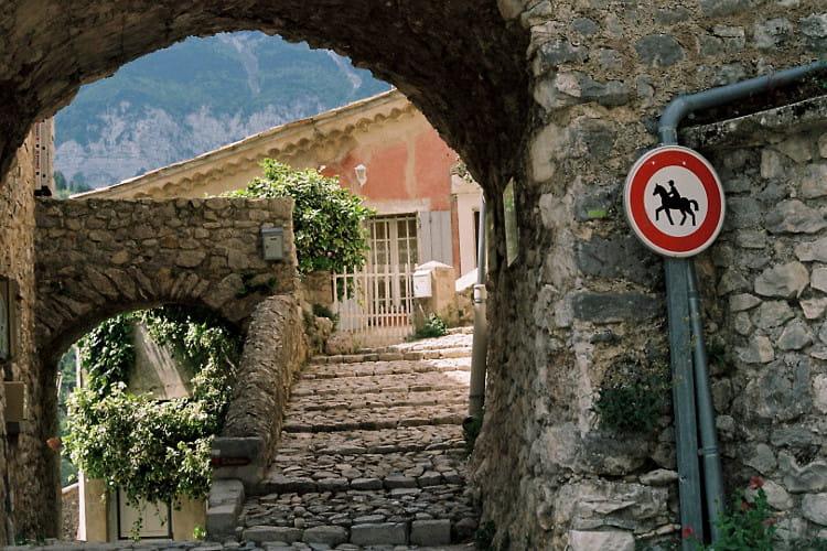 Brantes, village fortifié