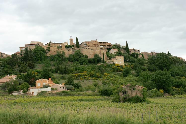 Faucon, ancienne cité fortifiée
