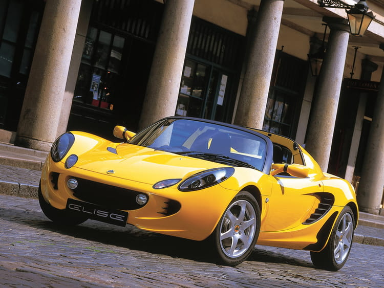lotus elise les cabriolets les plus marquants de l 39 histoire automobile linternaute. Black Bedroom Furniture Sets. Home Design Ideas