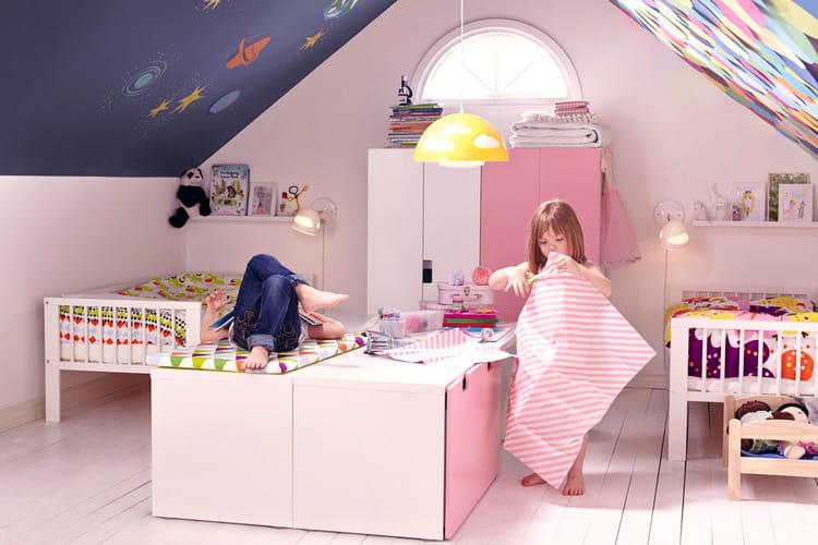 blanc rose et bleu pour une chambre mixte. Black Bedroom Furniture Sets. Home Design Ideas
