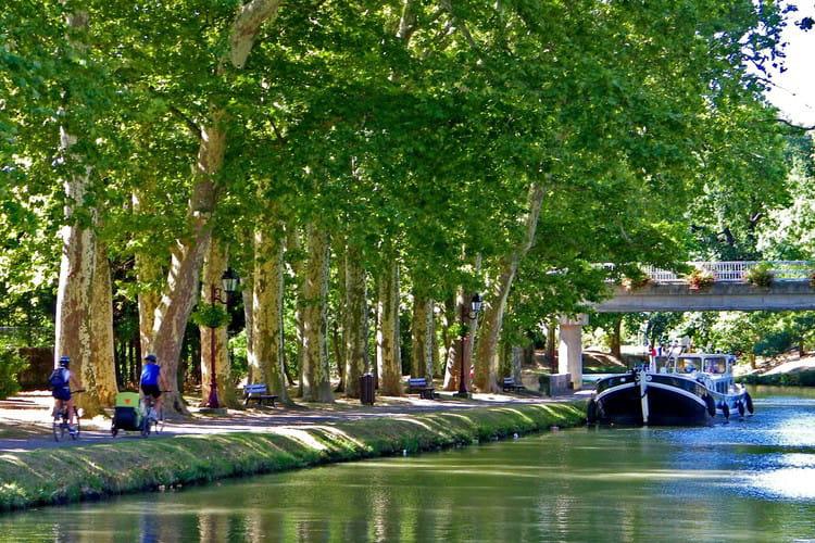castelnaudary voguez le long du canal du midi linternaute. Black Bedroom Furniture Sets. Home Design Ideas