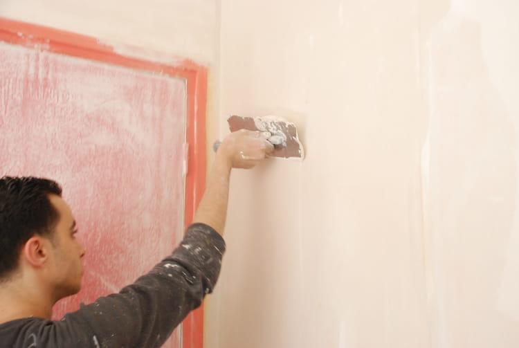 enduire enduire et repeindre murs et plafonds linternaute. Black Bedroom Furniture Sets. Home Design Ideas
