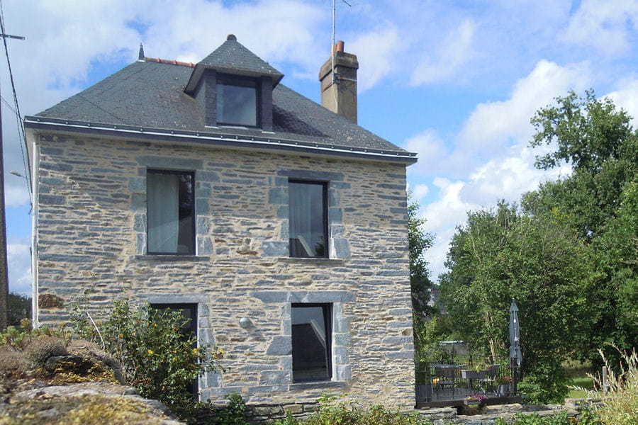 Suivez la r novation d une jolie maison bretonne for Renovation maison traditionnelle